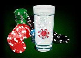 glas med pokermarker i